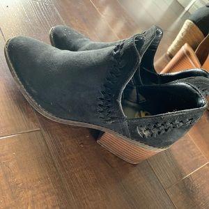 Fergalious booties size 6